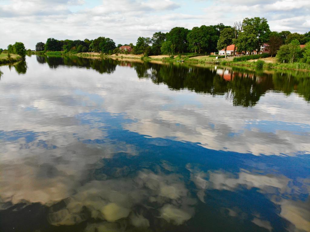 Barme Weser vom Wasser aus im Sommer